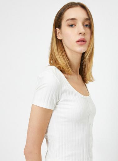 Koton Düğme Detaylı T-Shirt Ekru